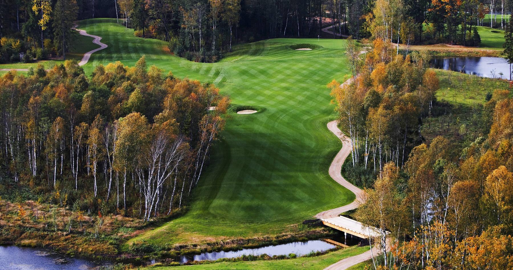 vilnius-grand-resort-samochodem-na-litwe-pole-golfowe-rzeka