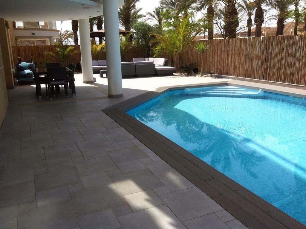 ejlat-w-listopadzie-villa-z-basenem