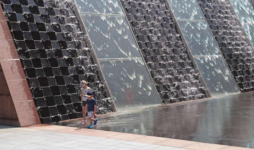 Singapur darmowe atrakcje fontanny mall