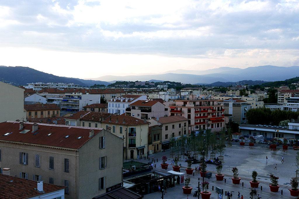 Wakacje we Francji w sezonie Cannes widok z okna