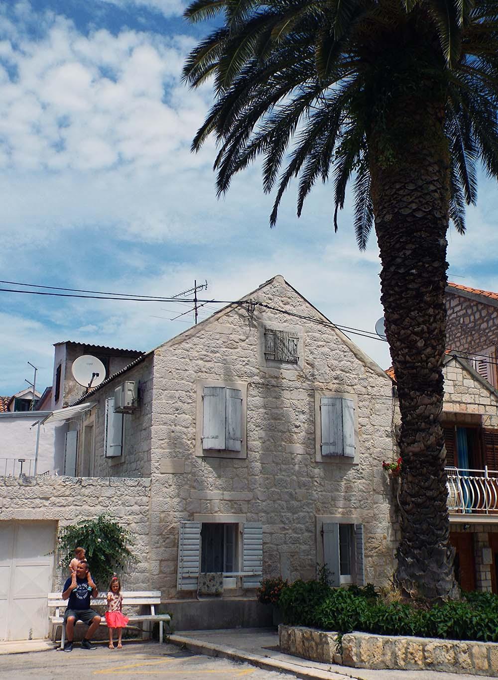 Chorwacja-wakacje-samochodem-Trogir-miasto