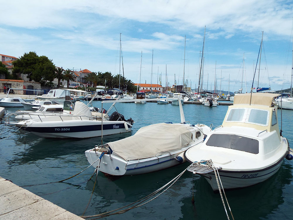 Chorwacja-wakacje-samochodem-trogir-port