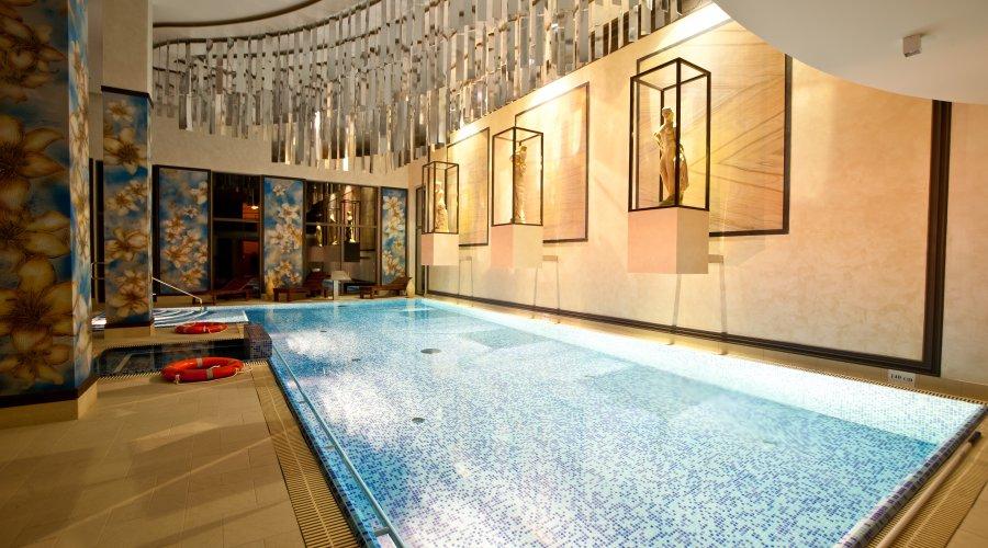 Weekend w hotelu Afrodyta basen komercyjne zdjęcie