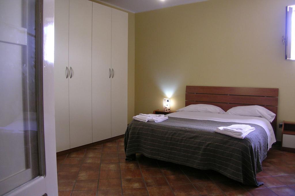 Jesień na Sycylii Politi Residence sypialnia