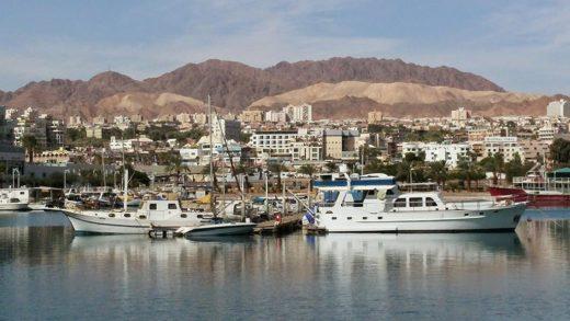 Ejlat-w-listopadzie-widok-na-zatokę