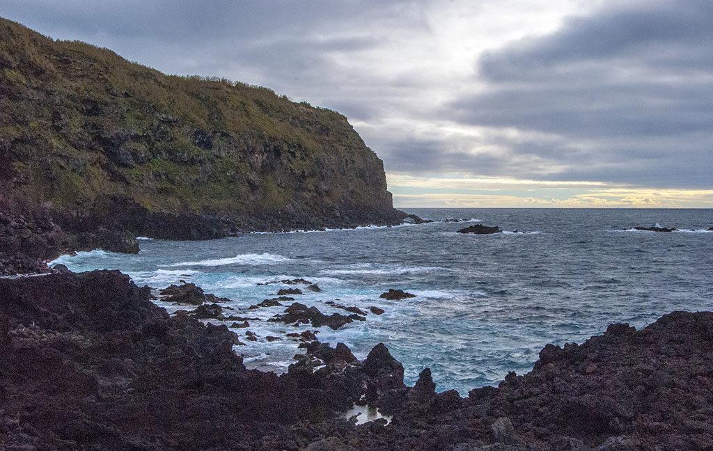 widok na skały na Azorach