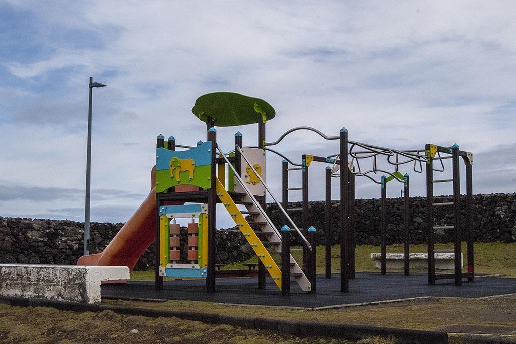 Plac zabaw Ribeira Grande Azory z dziećmi