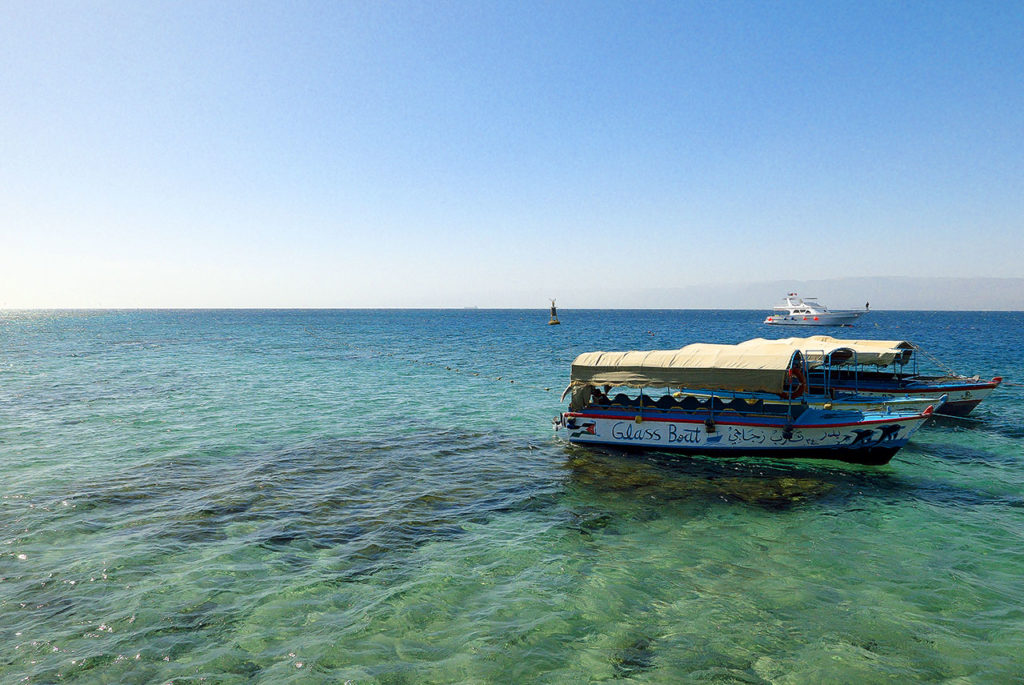 Aqaba kurort w jordanii łodzie