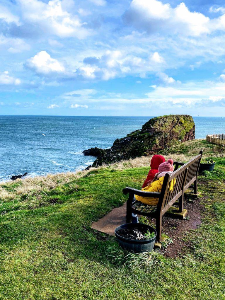 Weekend w Szkocji ławeczka St. Abbs